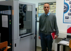 До Bruker D8 Advance рендгенскиот дифрактометар при Одделот за кристалографија и минералогија